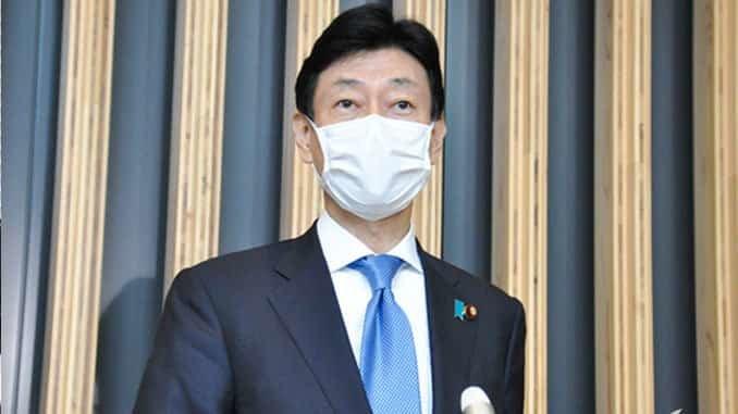 取材に応じる西村康稔担当相 12日.jpg