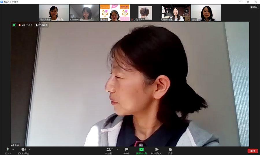 SCC大阪のICT利用について説明する介護事業部 管理者 芝谷知子さん