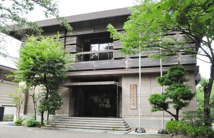《 鎌倉市の接種会場の鶴岡八幡宮研修道場 》.jpg