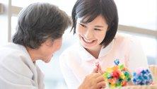 介護職のやりがい・魅力は?活躍できる施設の特徴やキャリアプランも